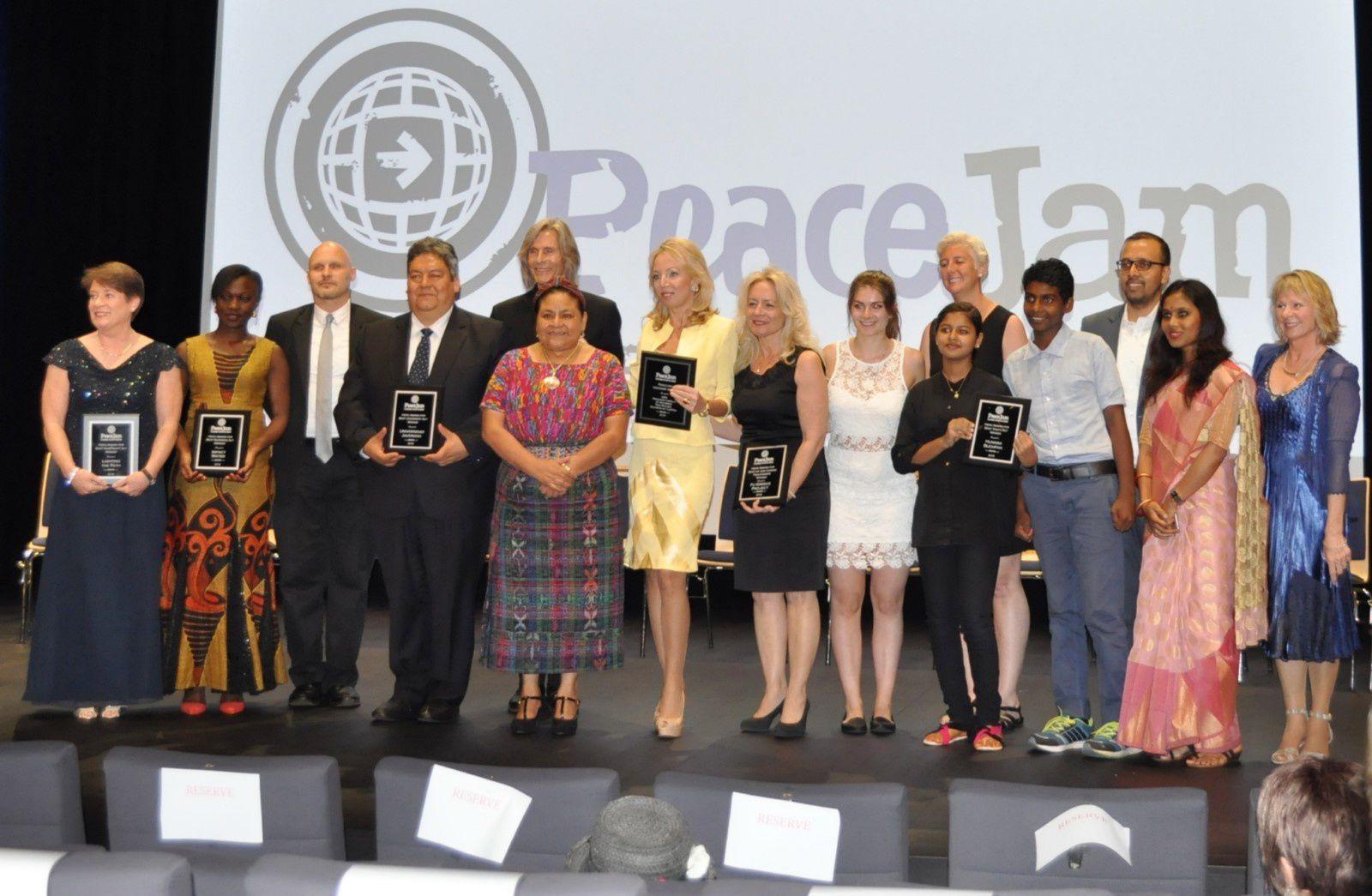 H.R.H Principessa Camilla di Borbone delle Due Sicilie riceve dalle mani del Premio Nobel, Rigoberta Menchu,  il  Peace Jam Visionary Award al Monte Carlo TV Film Festival