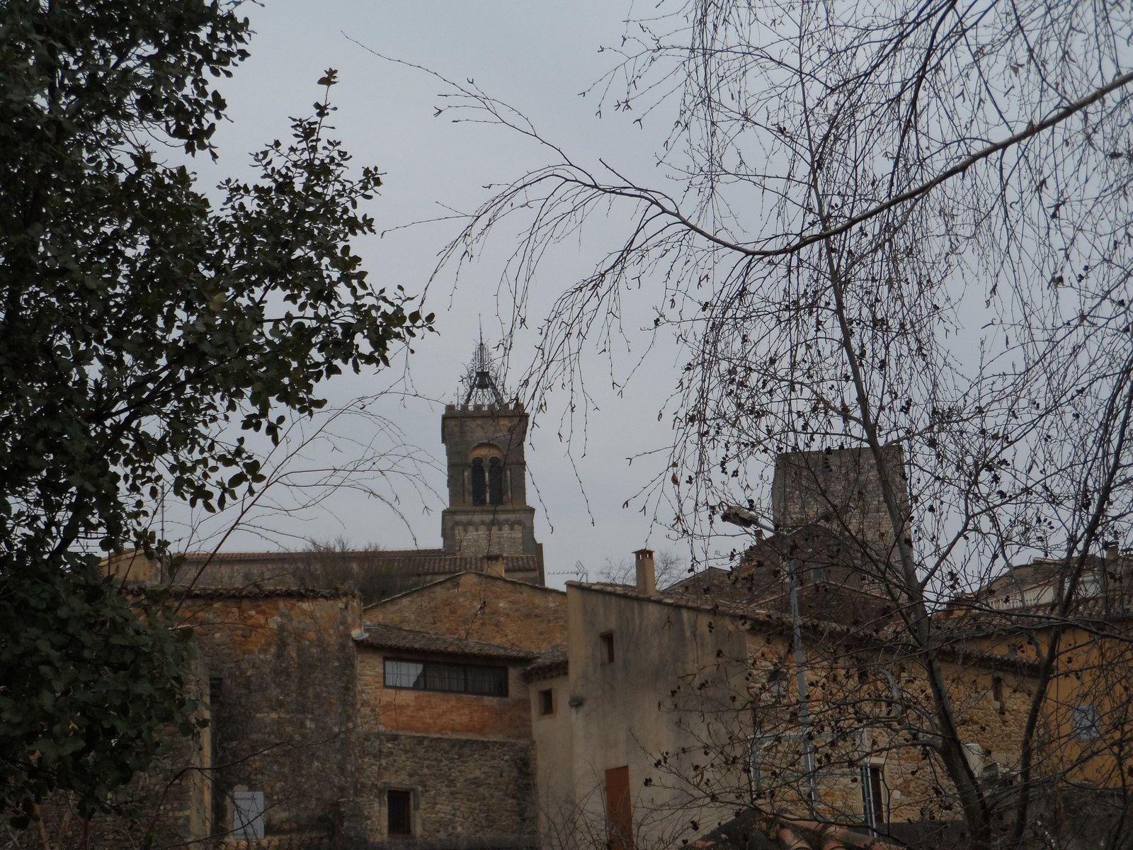 En rentrant nous avons visité le vieux village de Tresque.