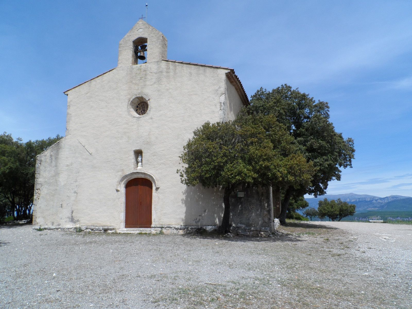 La trace nous emmène de Régusse au lac de Sainte Croix en passant par la chapelle de Baudinard.