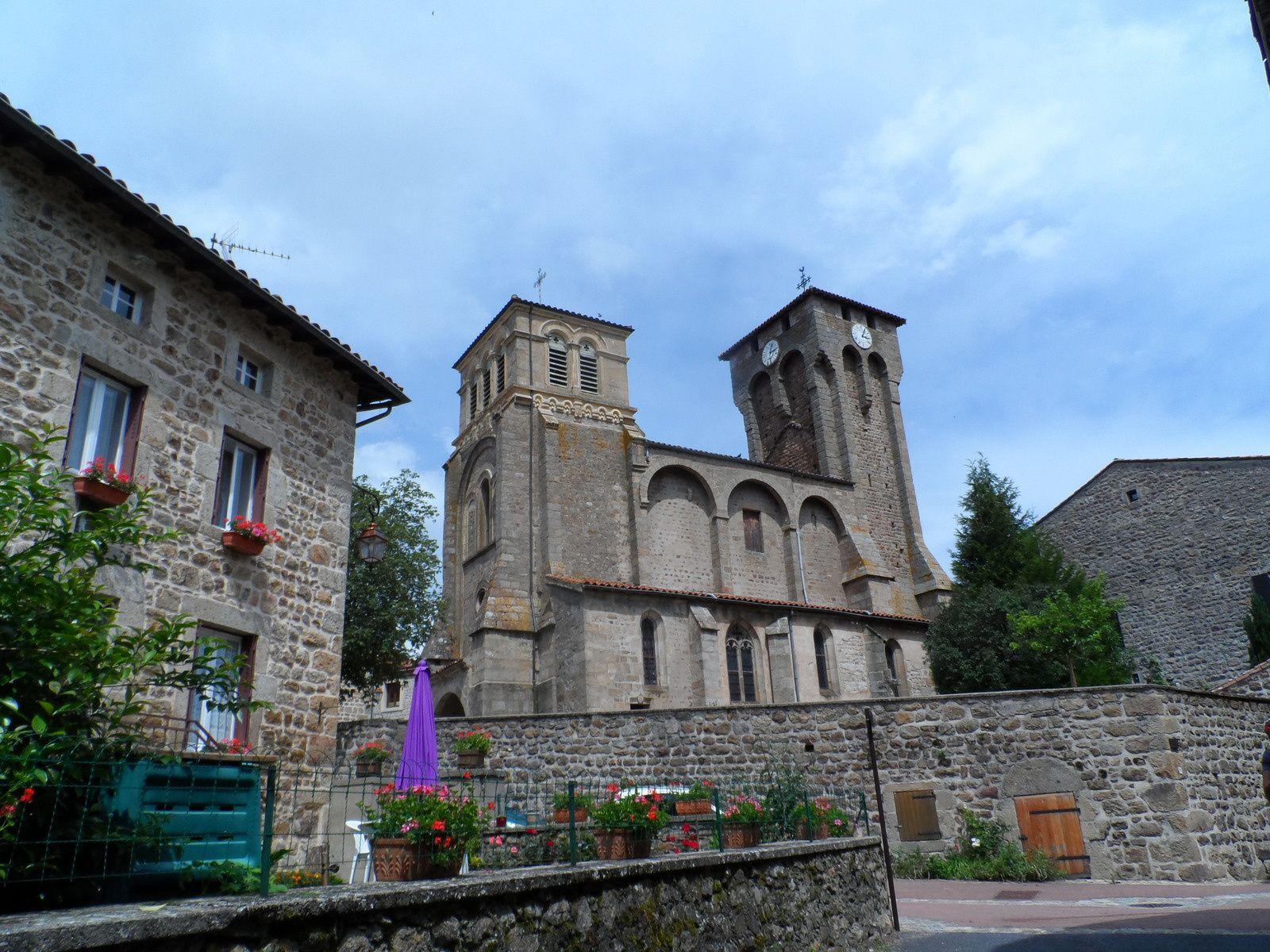 Après Montarcher, nous arrivons à Marols, le village vaut le détour.