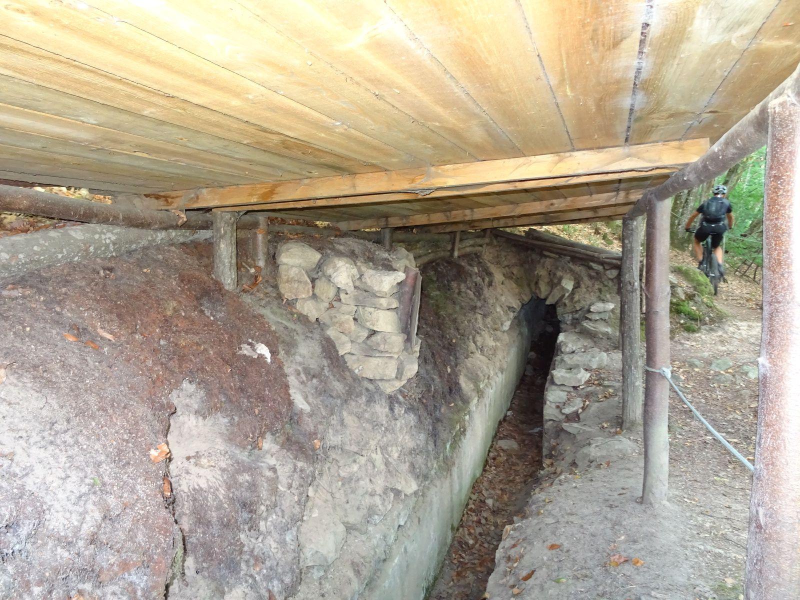 Près de Montromant, l'ancien aqueduc.