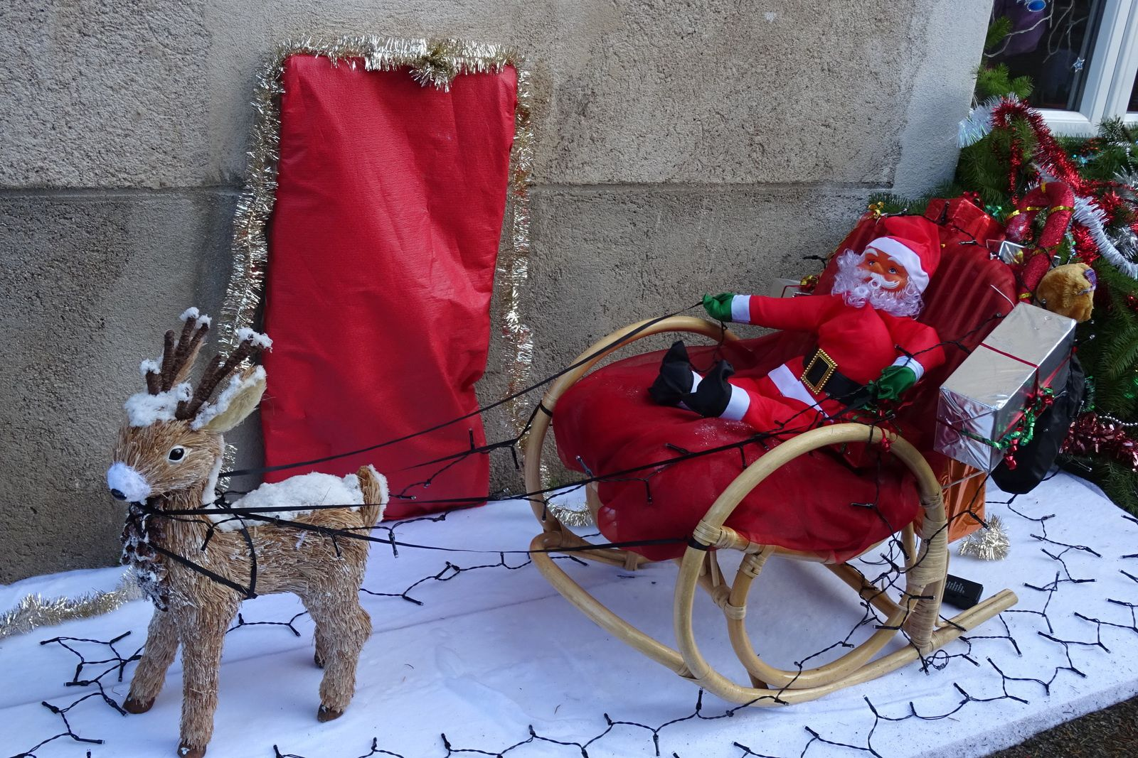 Dans les rues on rencontre le père Noël, je vais avoir un VTT tout neuf m'a t'il dit, merci père Noël.