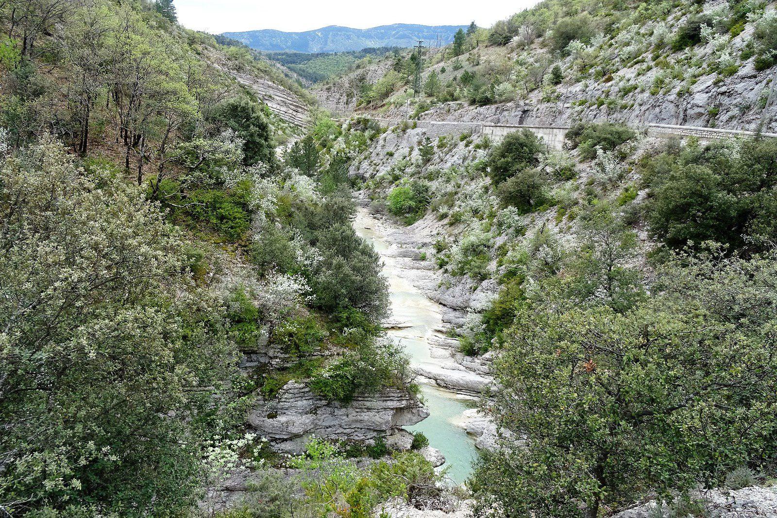 Aux alentours de Montbrun je retrouve la route, finalement ce n'est pas si mal, je longe ces jolies gorges.