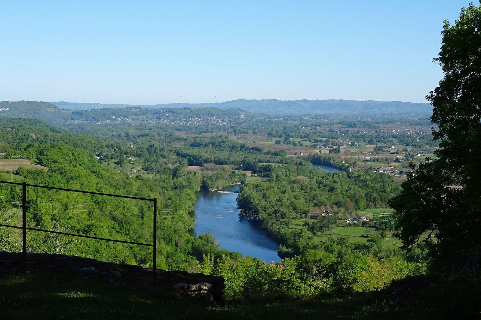On verra aussi la vallée de la Dordogne.
