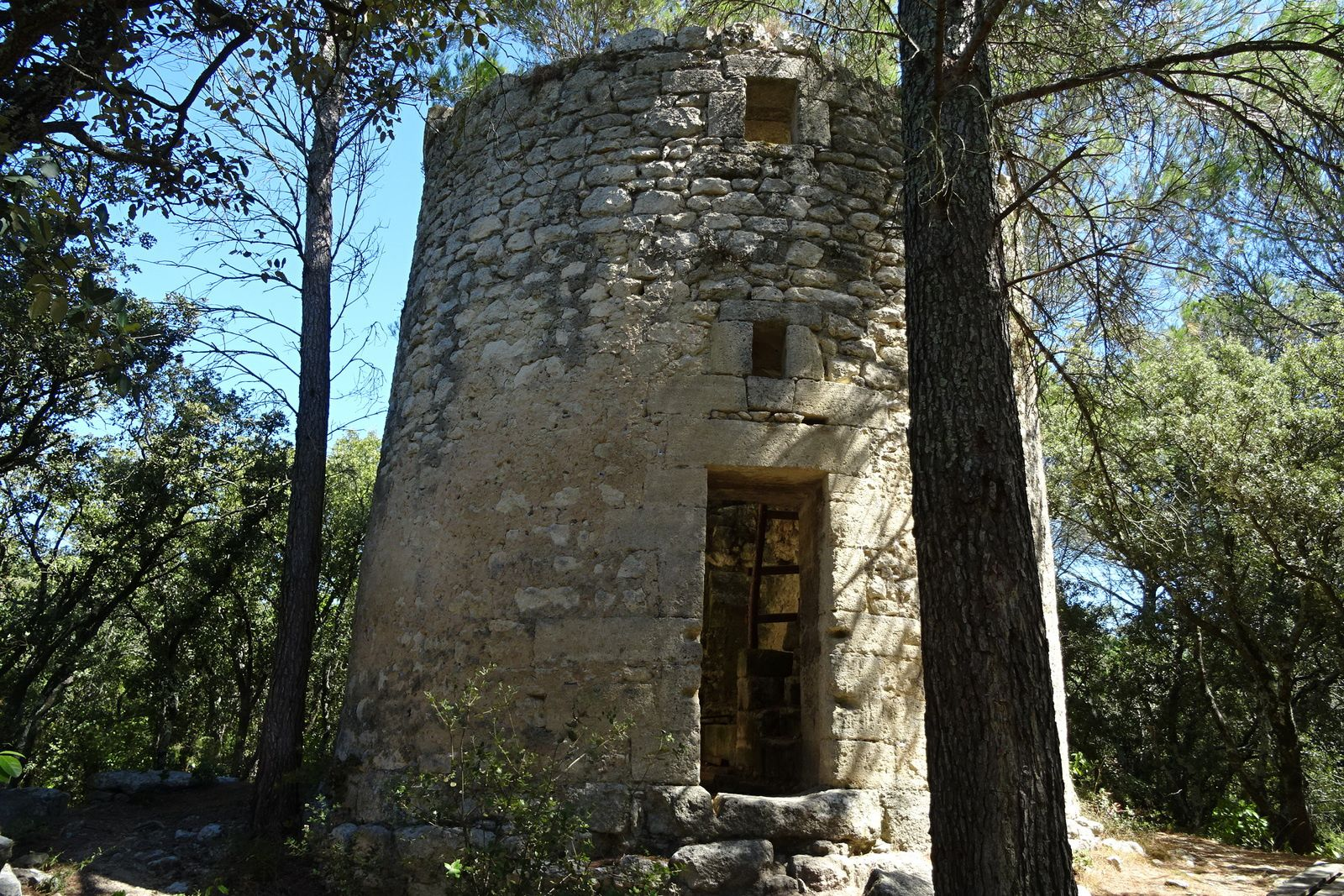 Ruines d'un moulin.