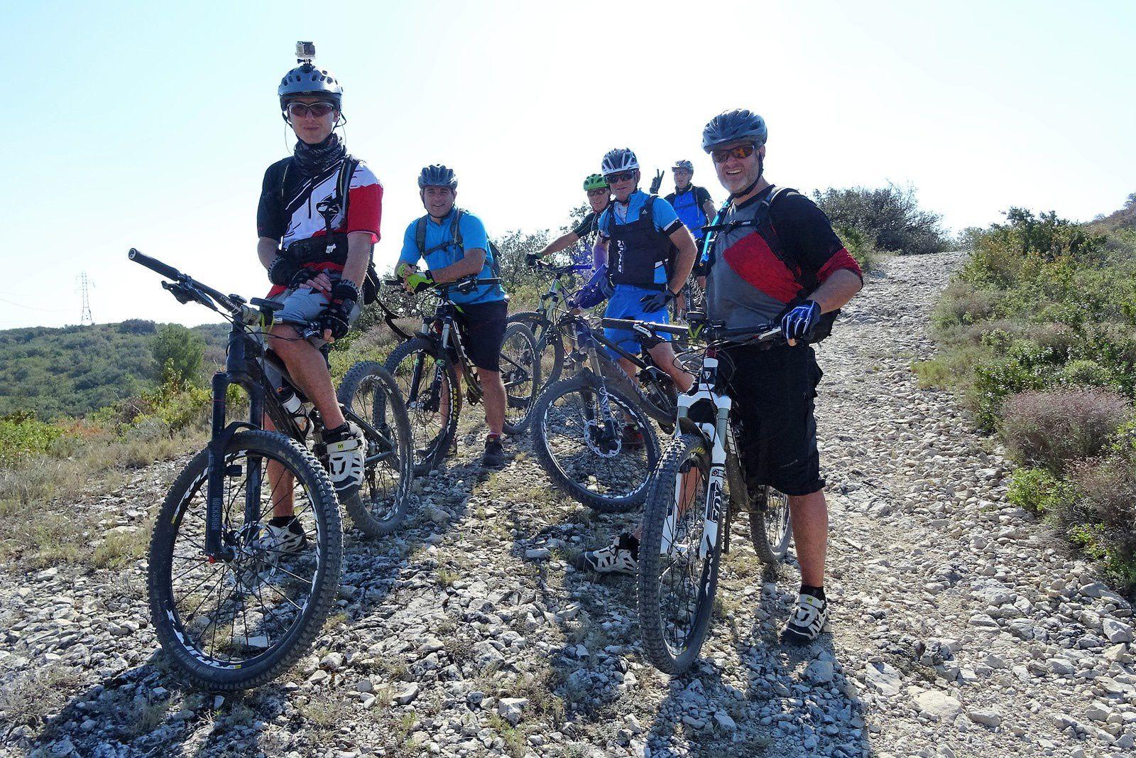 La fine équipe : Fabien et Stef au premier plan, Jeff et Olive au second, Dan et Vincent à l'arrière. Julien et Hervé ont préféré poursuivre leur chemin tranquillement.