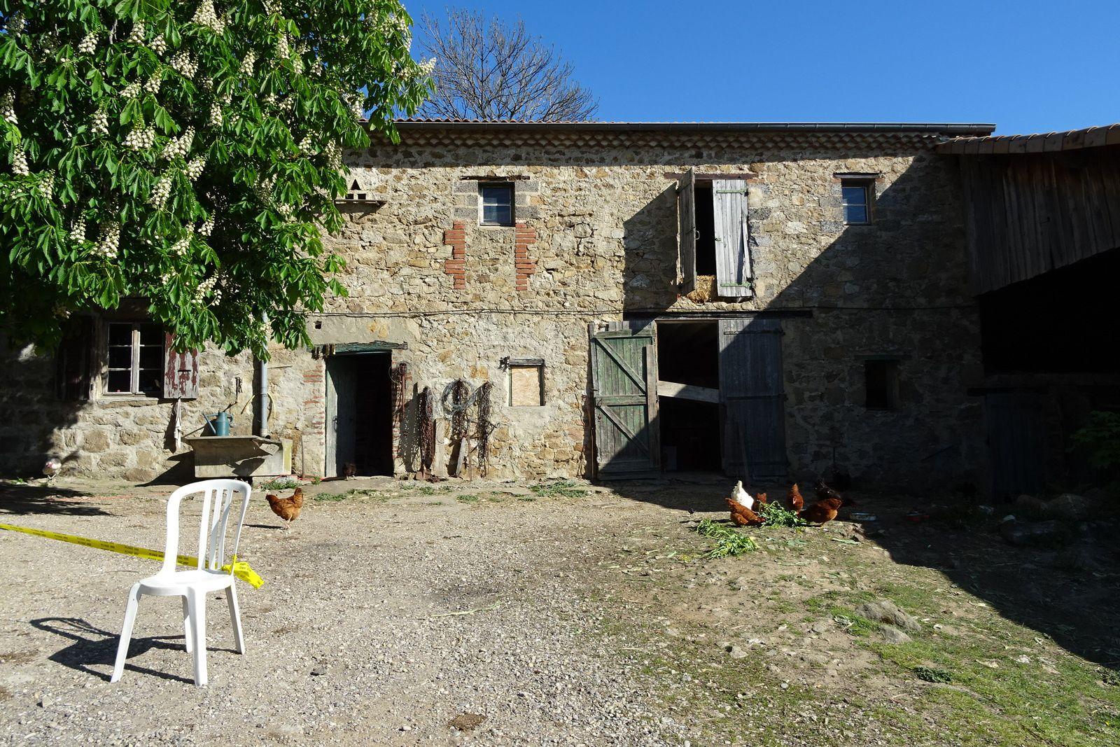 Lundi, randonnée à Saint Romain d'Ay en Ardèche. On y retrouve les Ardriders, Jean-Paul Dini et les copains de Vienne, PapyJP mais aussi David qui roulotte comme à son habitude.