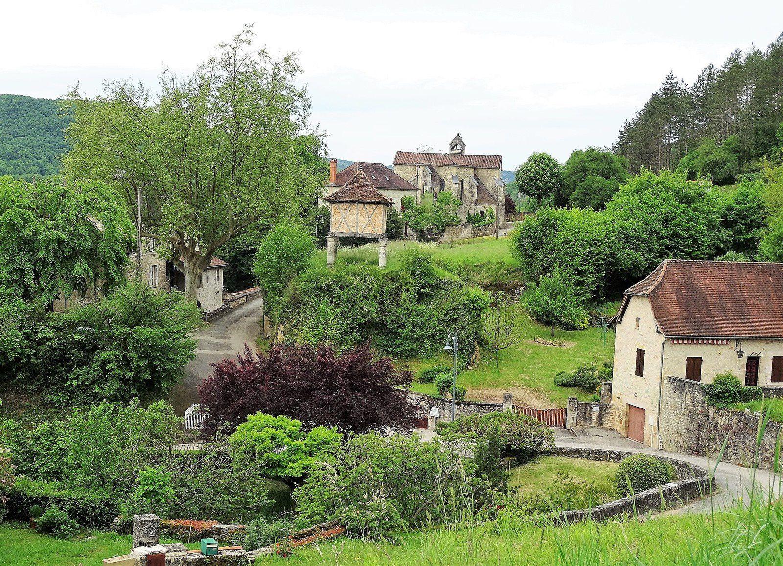Larroque Toirac, il y a aussi un château mais il était en réfection lors de notre passage.