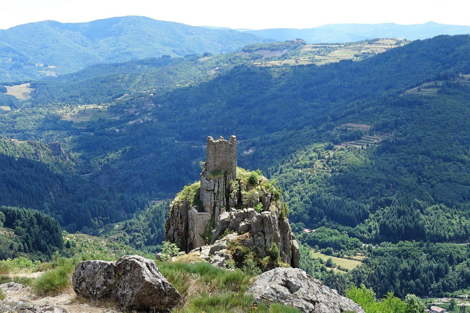 Les ruines du château de Rochebonne.