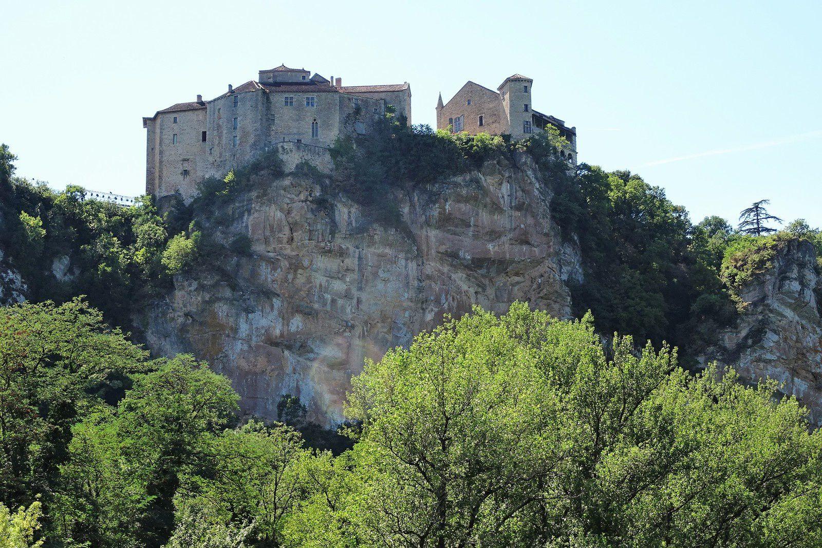 Bruniquel et ses deux châteaux.