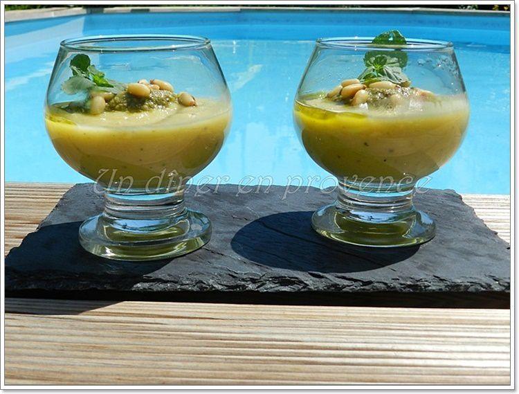 Potage frais de courgettes au pistou