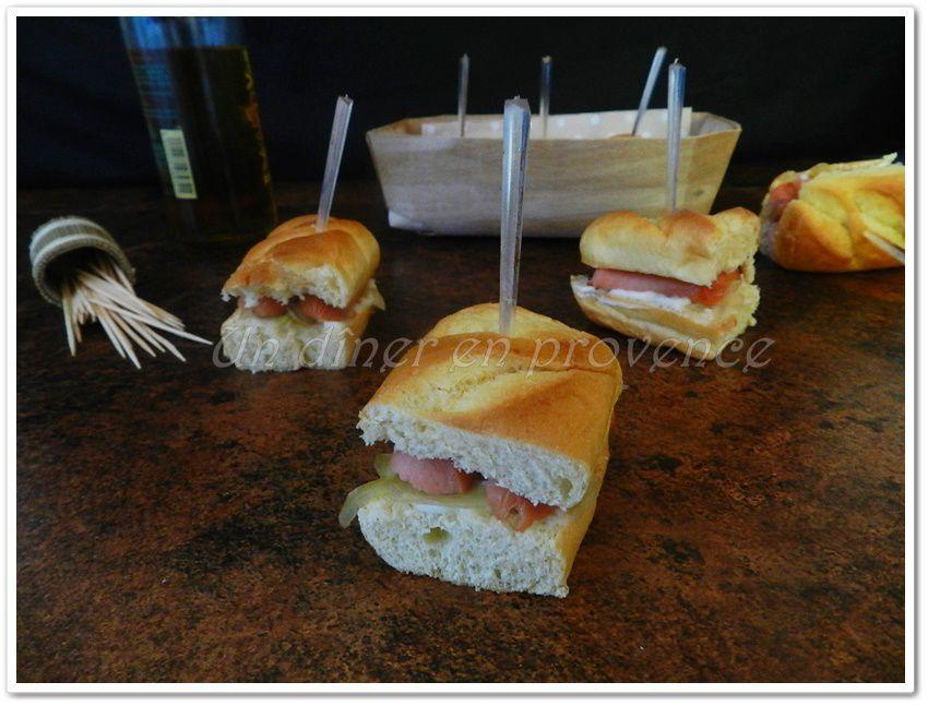 Petits hot dog saucisses &amp&#x3B; oignons caramélisés... à la façon de mon fils