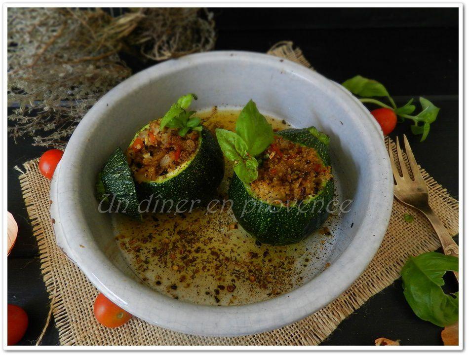 Courgettes farcies aux céréales et assaisonnées aux épices à taboulé