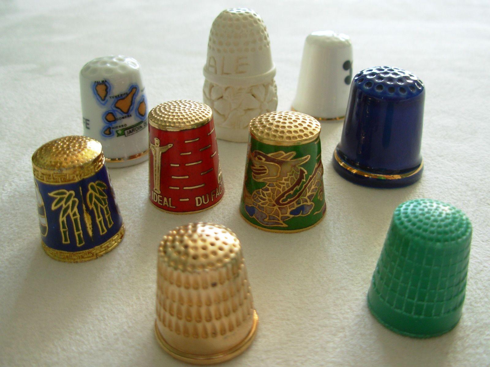 Dés fantaisies en écume de mer, plastique, métal peint et en porcelaine * Collection de Marie
