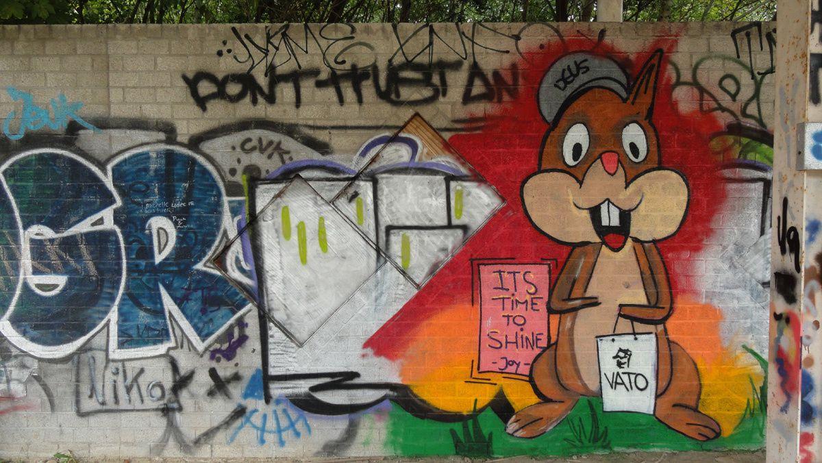 Street Art : Graffitis & Fresques Murales 9130 Doel (Belgique)