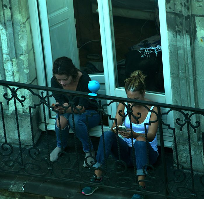 Pause café - cigarette - téléphone - ©bernieshoot