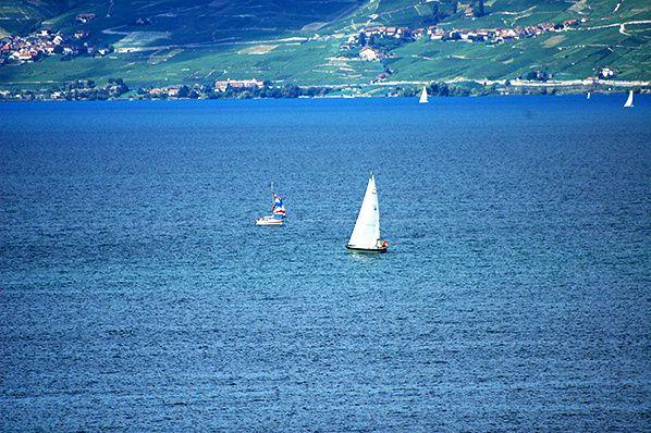 Voguer sur un lac Azur
