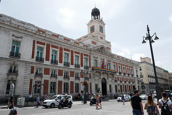 Three places to discover madrid bernieshoot blogueur for Puerta del sol 5
