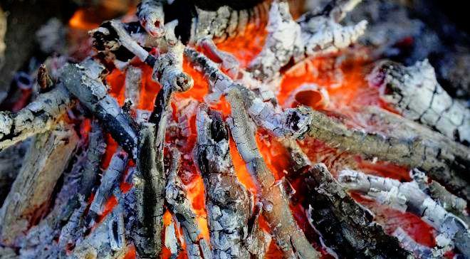 ... Aux cendres de cet incendie, Récits qu'homme, dit-on mendie ...