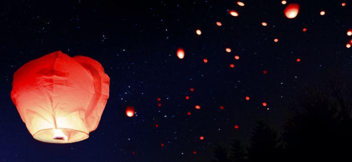 ... Le temps s'en est allé et la lampe allumée ce soir là brûle encore obstinée près de nous ...