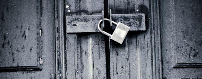 ... Sinon qu'au grimoire un sermon, / Abscons, telle une porte close ...