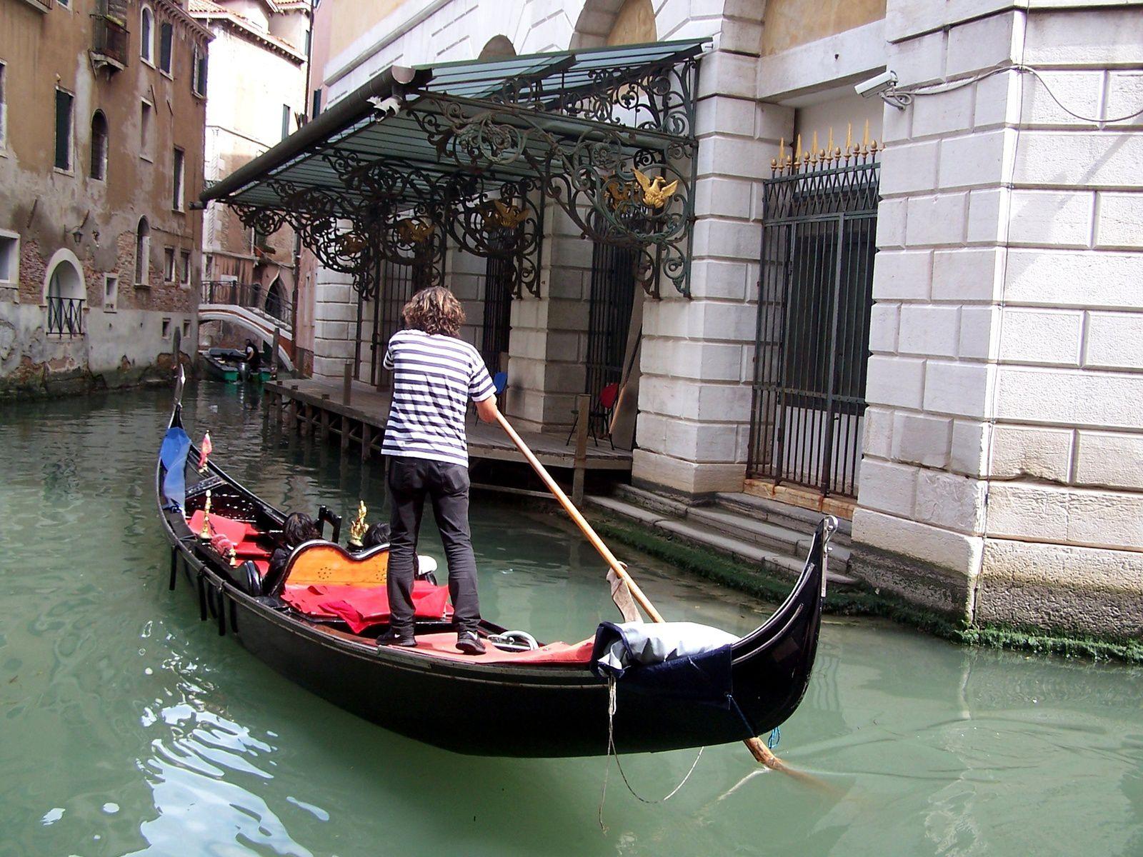entrée côté canal de la Fenice