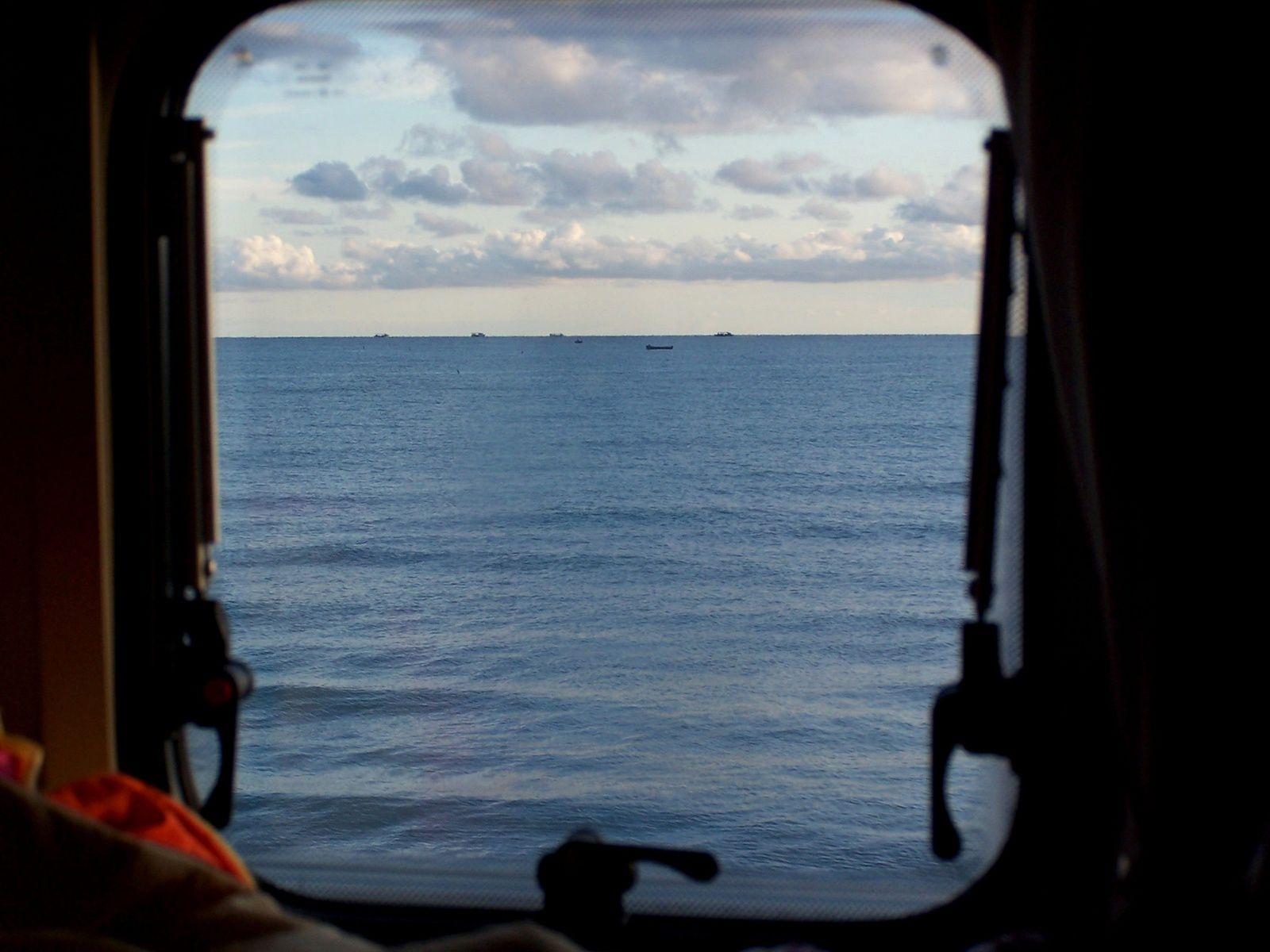 chambre vue mer !!!! nous avons passé une excellente nuit, réveillés le matin par les moteurs des bâteaux de pêche !!!