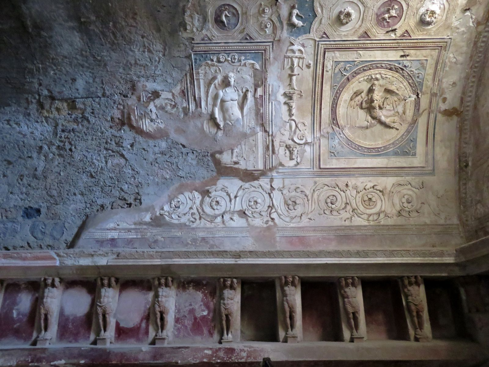 plafond des thermes du forum