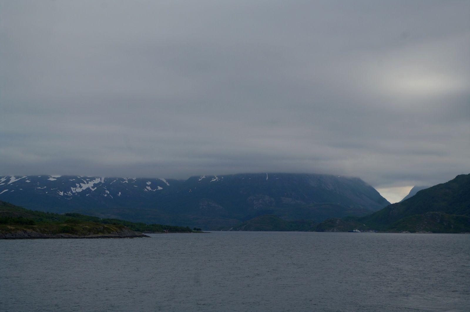 le temps change vite vers le cercle polaire ! 25° soleil.... en quelques instants 8°brume et pluie !