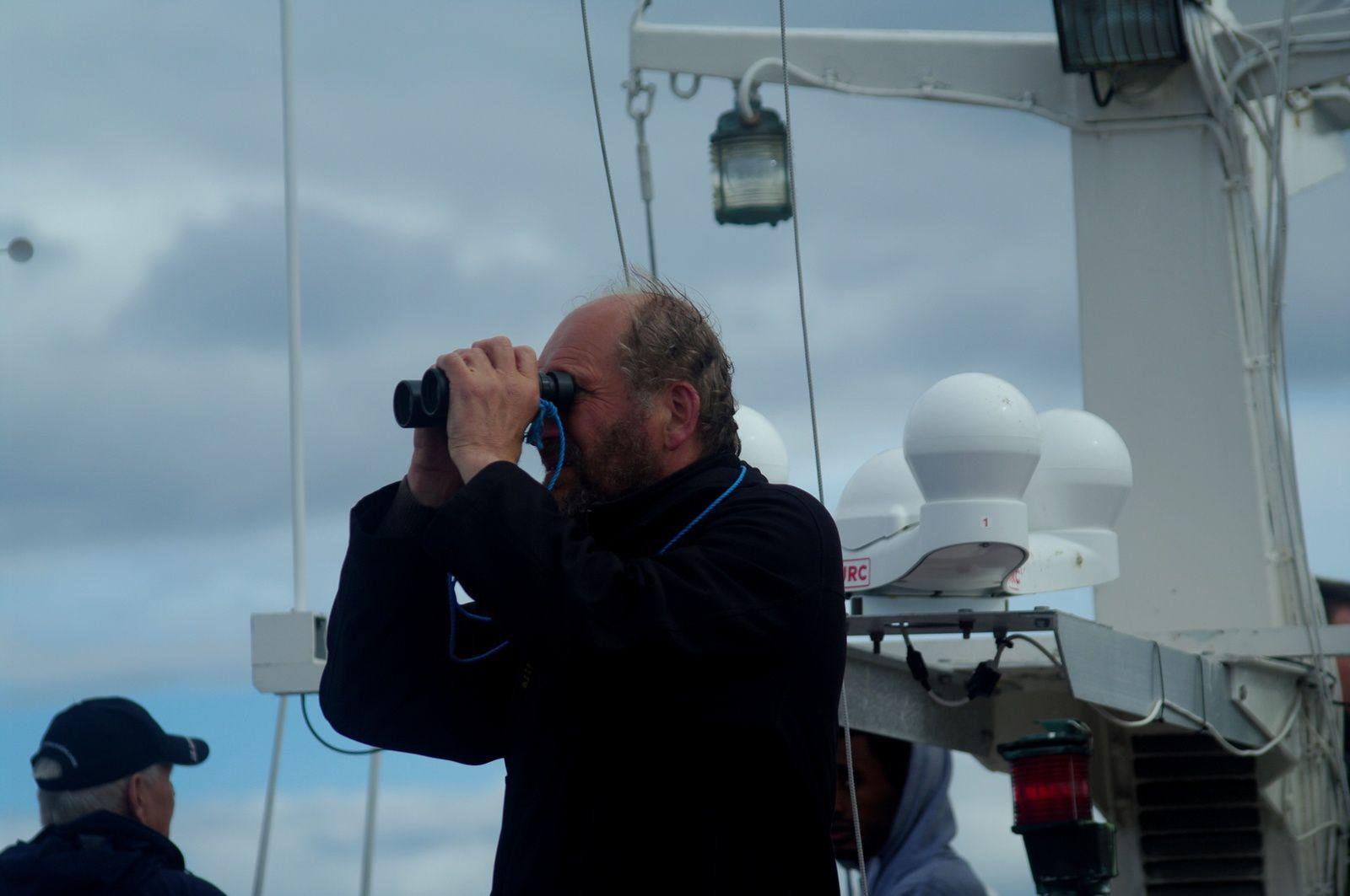 notre guide scrute la mer....baleine baleine où es-tu ???