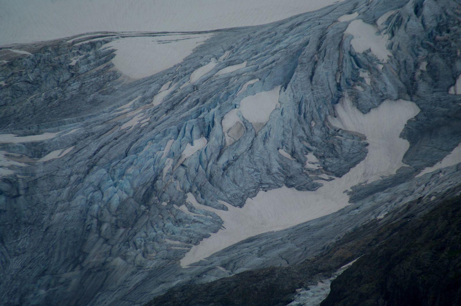 le glacier ...au zoom !!! je n'étais pas équipé pour aller crapahuter !!!
