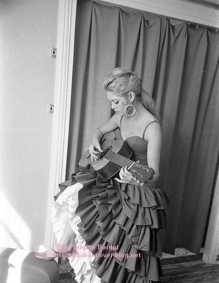 Brigitte Bardot en photo...que du bonheur...