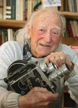 René Vautier, réalisateur, (15 janvier 1928 - 4 janvier 2015)   Réalisateur et scénariste français, René Vautier a été cité l'Ordre de la nation par Charles de Gaulle pour ses faits de résistance pendant la Seconde guerre mondiale .
