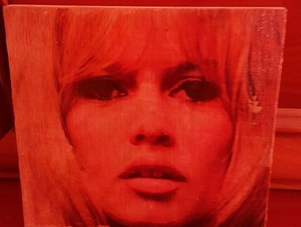 Brigitte Bardot : Création Encre grattée sur bois 15cm x 15cm...