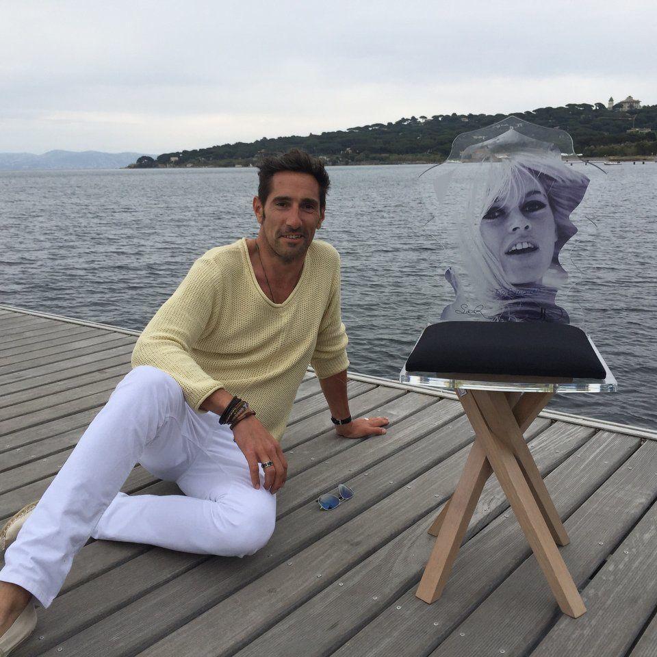 Brigitte Bardot...&quot&#x3B;La chaise à son effigie fait fureur à Saint-Tropez&quot&#x3B;...