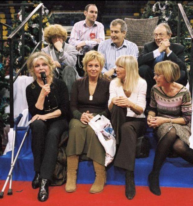 Brigitte Bardot, Mylene Demongeot, Dany Saval et Michel Rocard - Journée spéciale d'adoption à Levallois-Perret Le 11 décembre 2005....