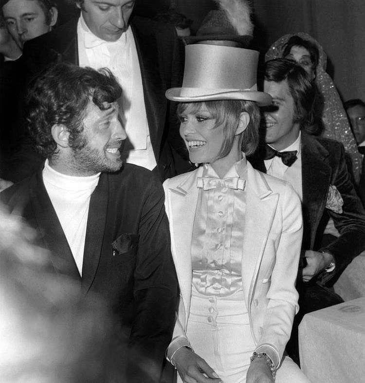 Brigitte Bardot aux côtés de Jean-Paul Belmondo au 37ème gala de l'union des artistes...