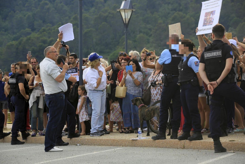 Environ cent cinquante personnes sont venues protester contre le cirque !