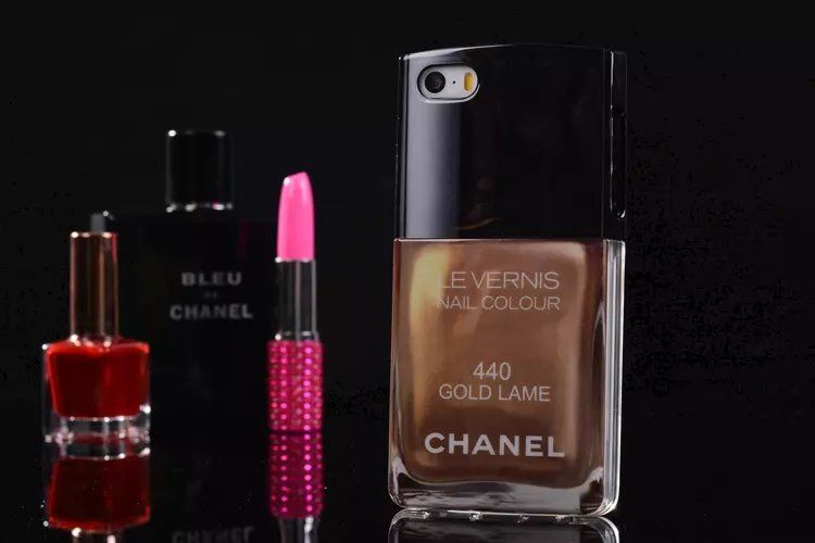 chanel nagellack design trennbare hardcase f r iphone 5 5s spitzekarte. Black Bedroom Furniture Sets. Home Design Ideas
