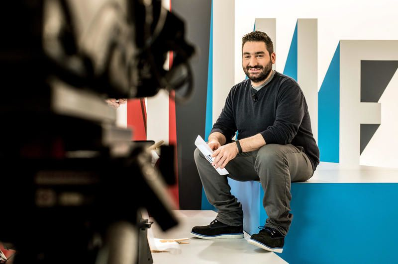 Dans Clique, Mouloud Achour rencontre le cofondateur d'Ubisoft.