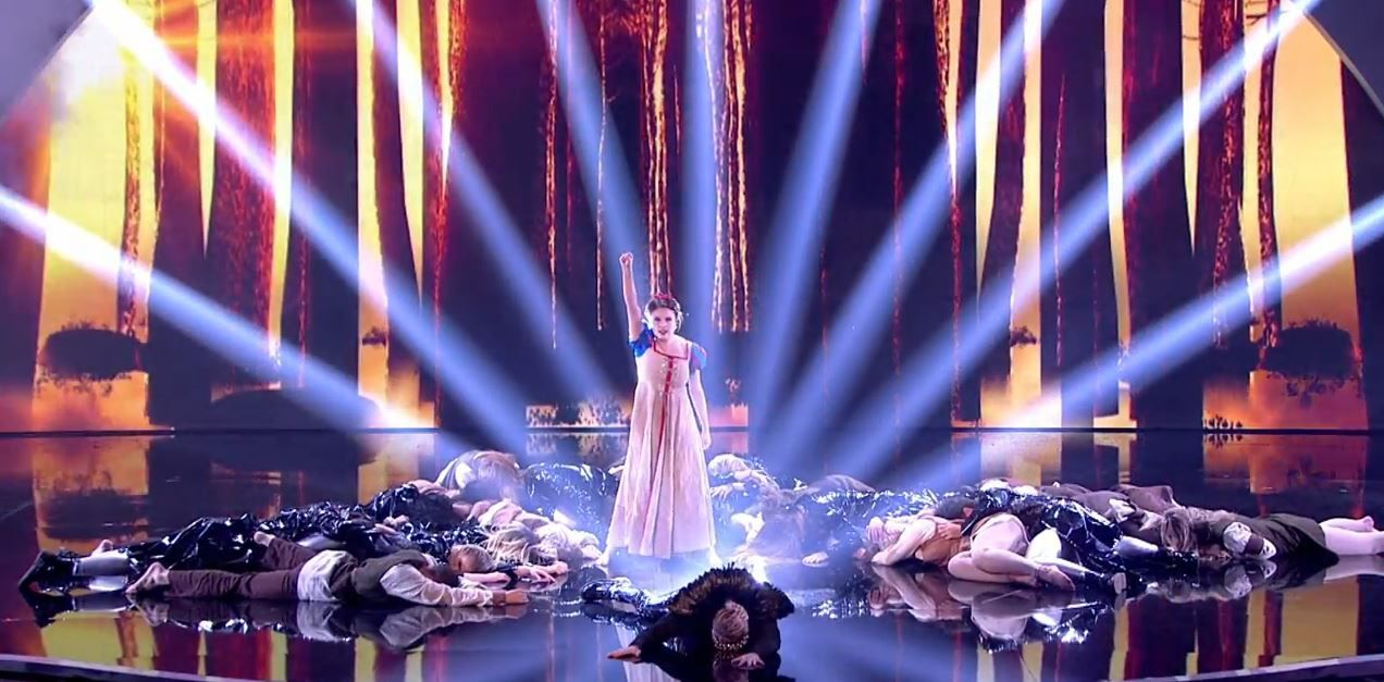 Vidéos : Lucy, James Smith, The Addict Initiative en finale de Britain's got talent.