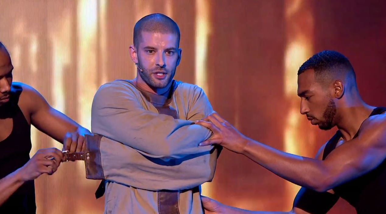 Finale Britain's got talent : le numéro de l'illusionniste Darcy Oake.