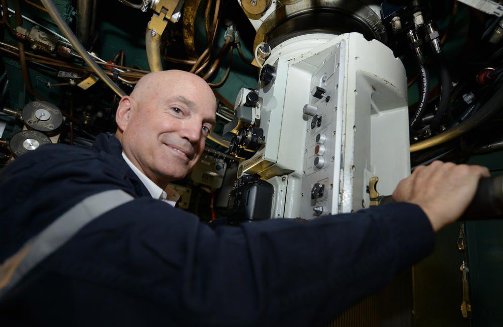 Louis Bodin dans un sous-marin à Toulon, pour TF1 (photos)