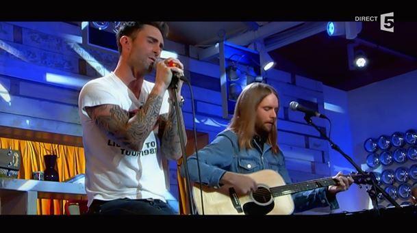 Maroon 5 en version acoustique hier dans C à vous (Vidéo).