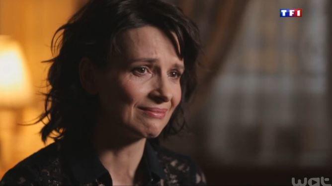 Juliette Binoche se confie dans Sept à huit, et ne peut retenir ses larmes.