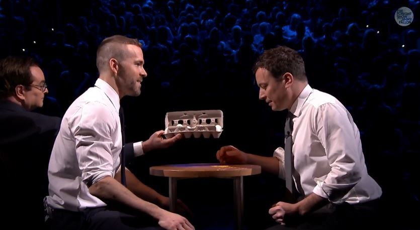 Egg Russian Roulette avec Ryan Reynolds et Jimmy Fallon.