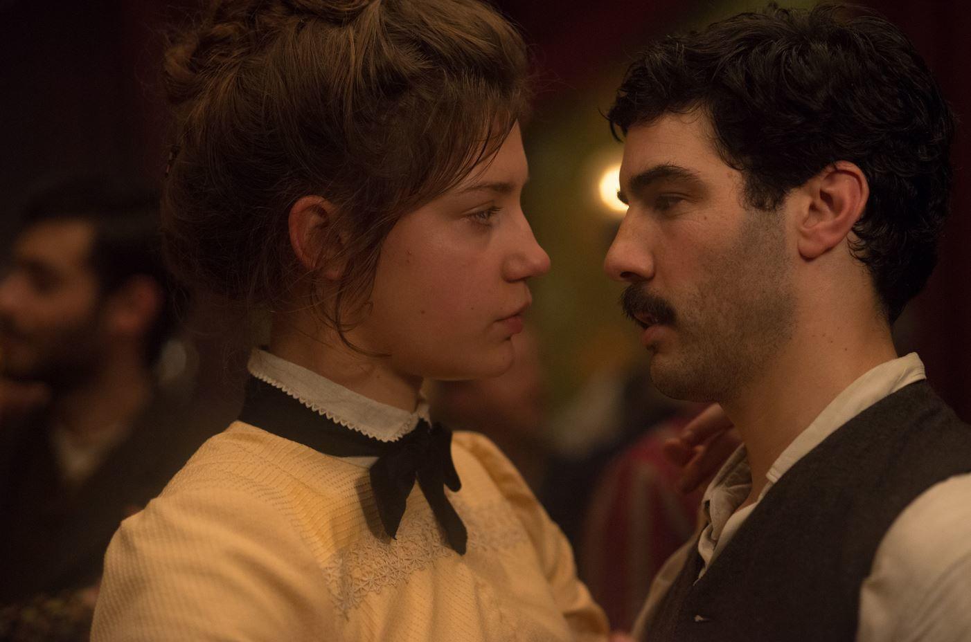 Première image du film Les anarchistes avec Adèle Exarchopoulos et Tahar Rahim.