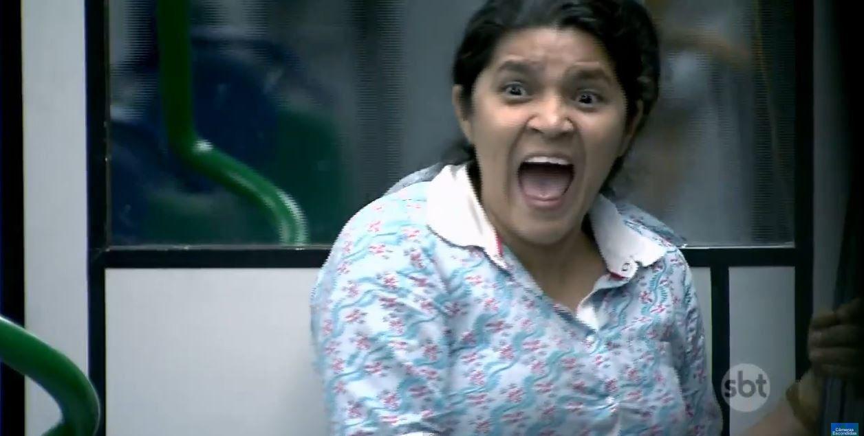Retour de la caméra cachée avec la fille zombie : vidéo dans le métro.