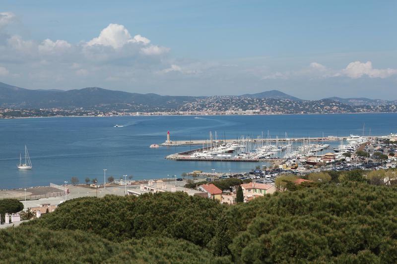 Massif des Maures et golfe de Saint-Tropez dans Des racines et des ailes ce 13 mai.