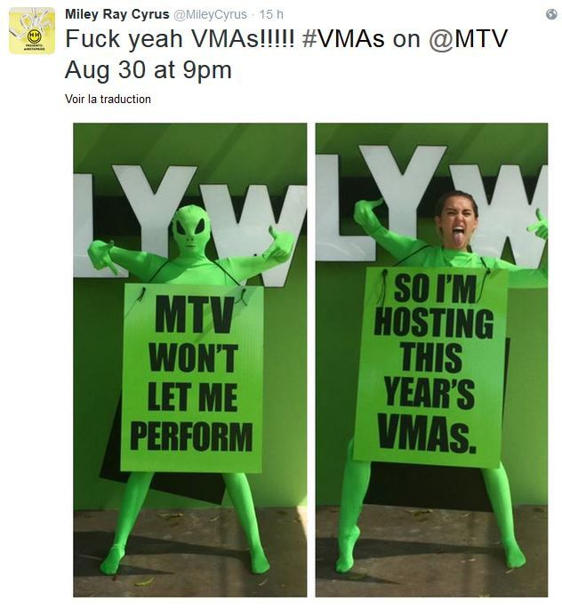 Miley Cyrus présentatrice des MTV Video Music Awards.